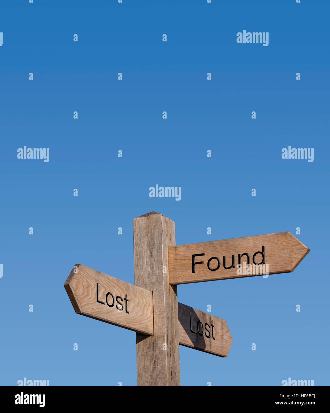 Verloren und gefunden, Wegweiser, Schilder, Post, Weg, Strecke, Richtung Konzept Stockbild
