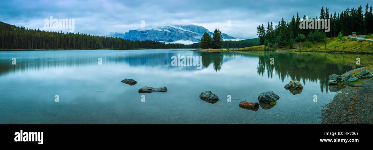 Zwei Jack Lake, Alberta, Kanada Stockbild