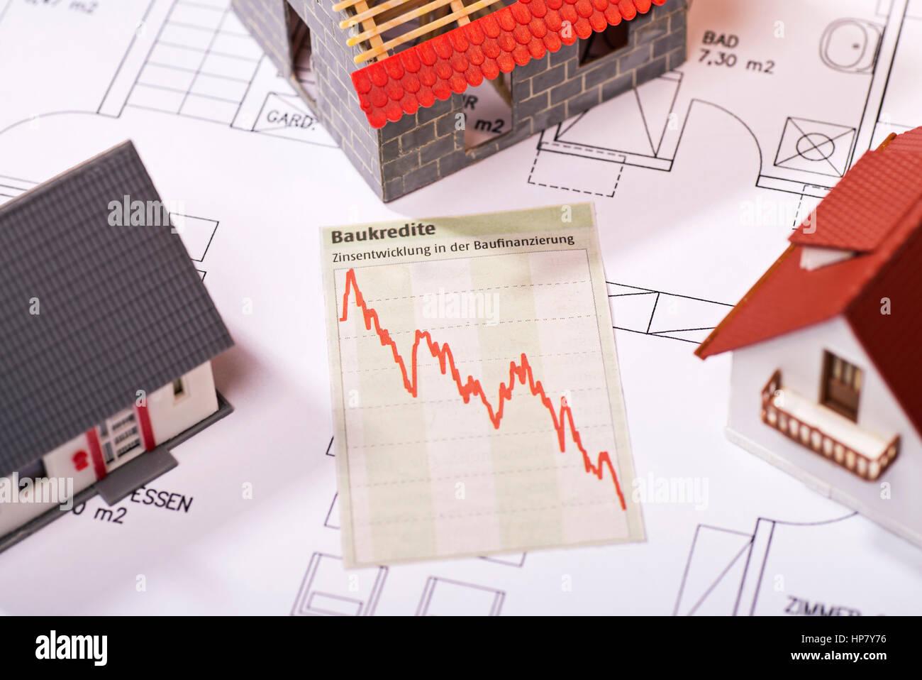 Diagramm zeigt sinkende Zinsen für Darlehen. Stockbild
