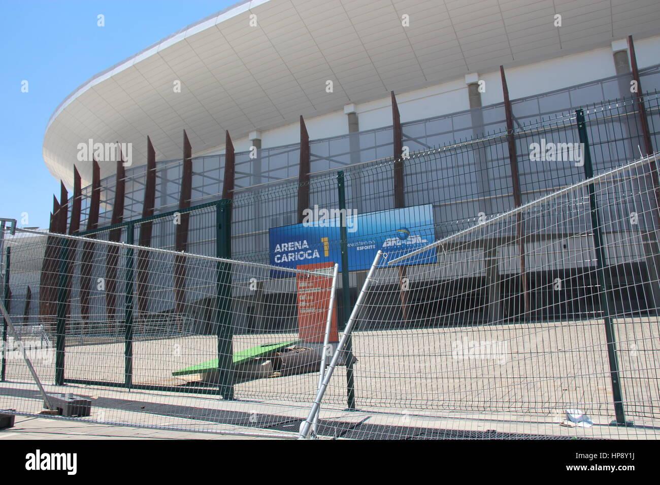 Ein Zaun vor der Olympischen Arena Carioca 1 in Rio De Janeiro, Brasilien, 18. Februar 2017. Foto: Isaac Risco-Rodriguez/dpa Stockfoto