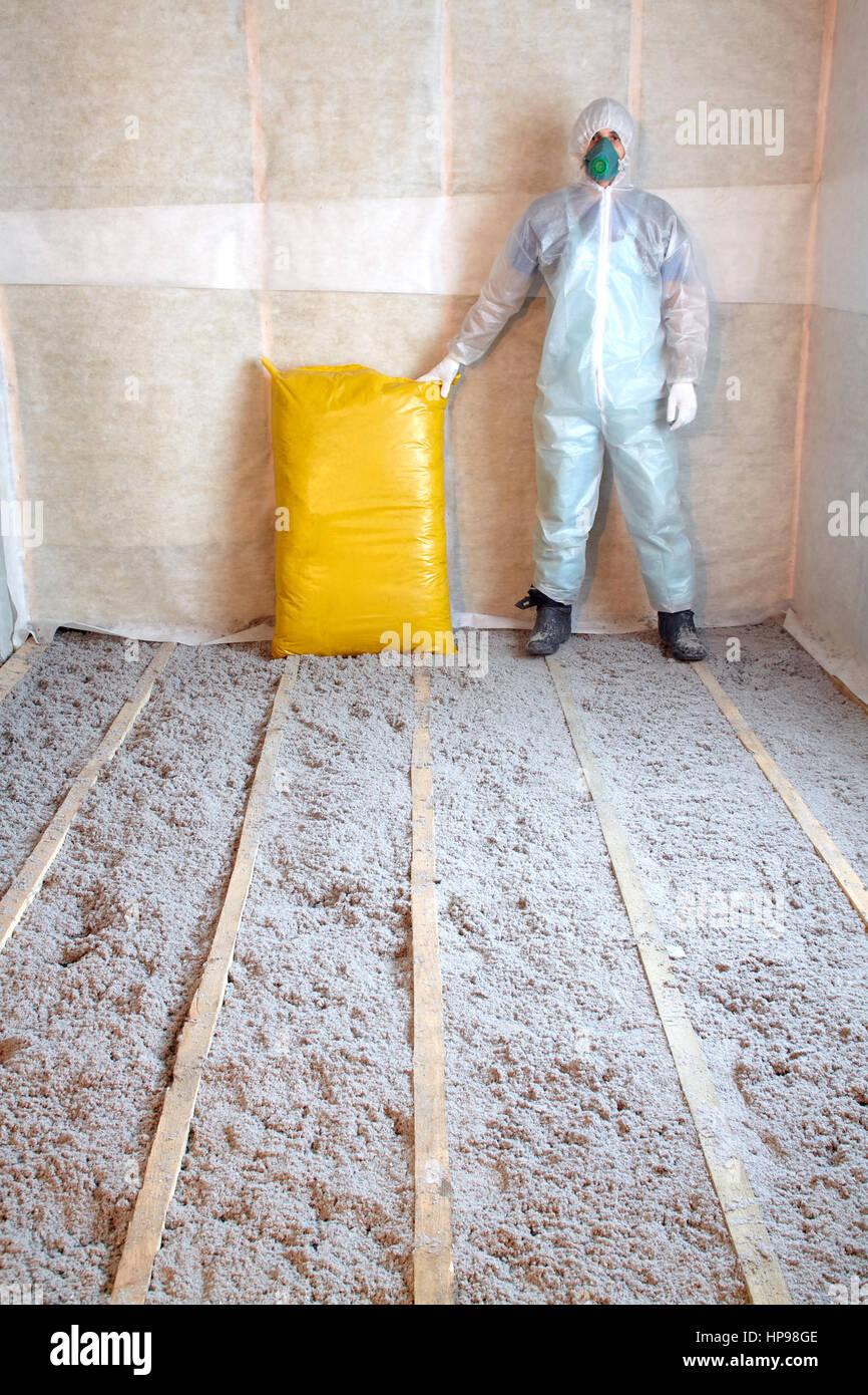Arbeit Setzt Sich Aus Zellulose Isolierung Im Boden Fussbodenheizung
