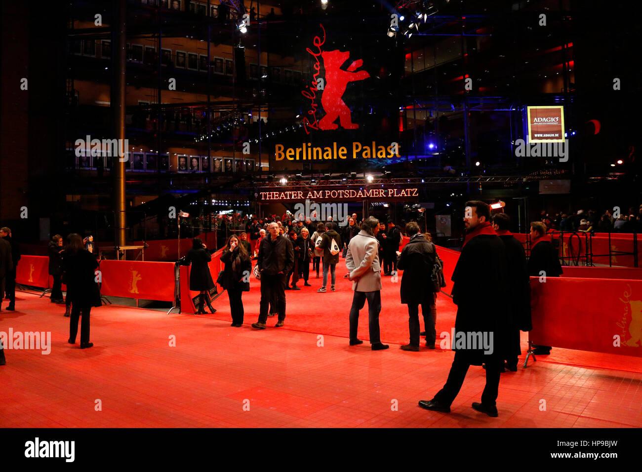 Berlinale-Palast, Roter Teppich - Impressionen - Berlinale 2017, 16. Februar 2017, Berlin. Stockbild