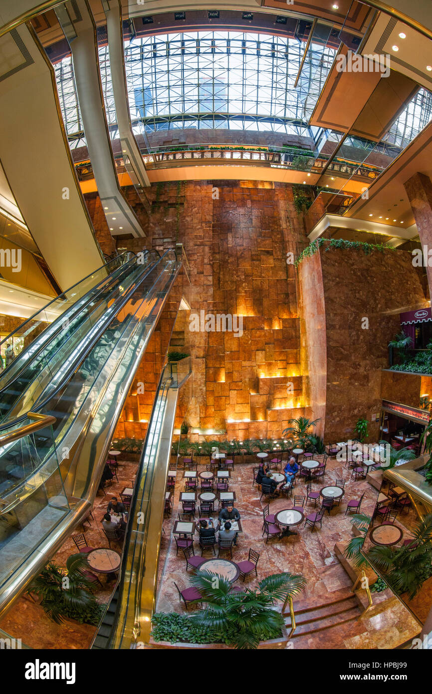 Trump Tower, Interieur, Fisheye, Lobby, Aufzüge, Donald Trump, New York City, Vereinigte Staaten von Amerika Stockbild