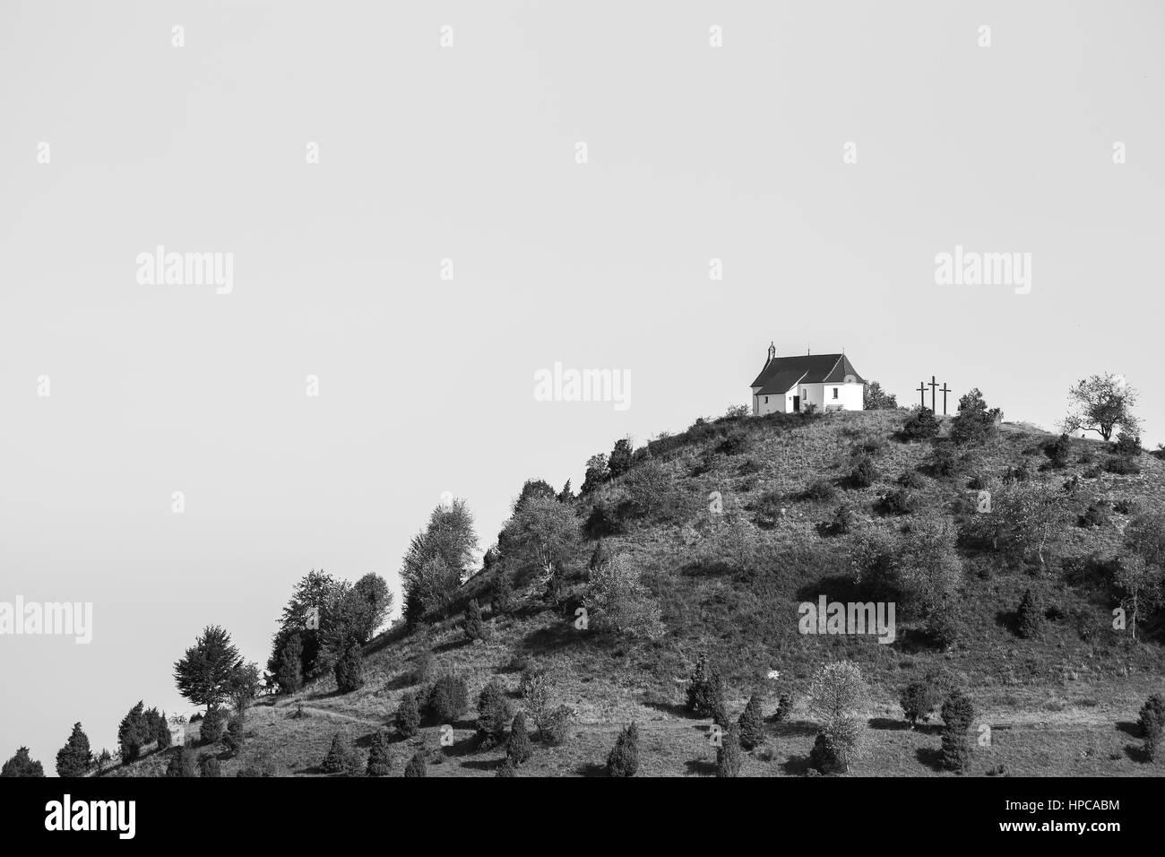 Eine kleine Kapelle auf dem Hügel Kornbuehl auf der Schwäbischen Alb Stockbild