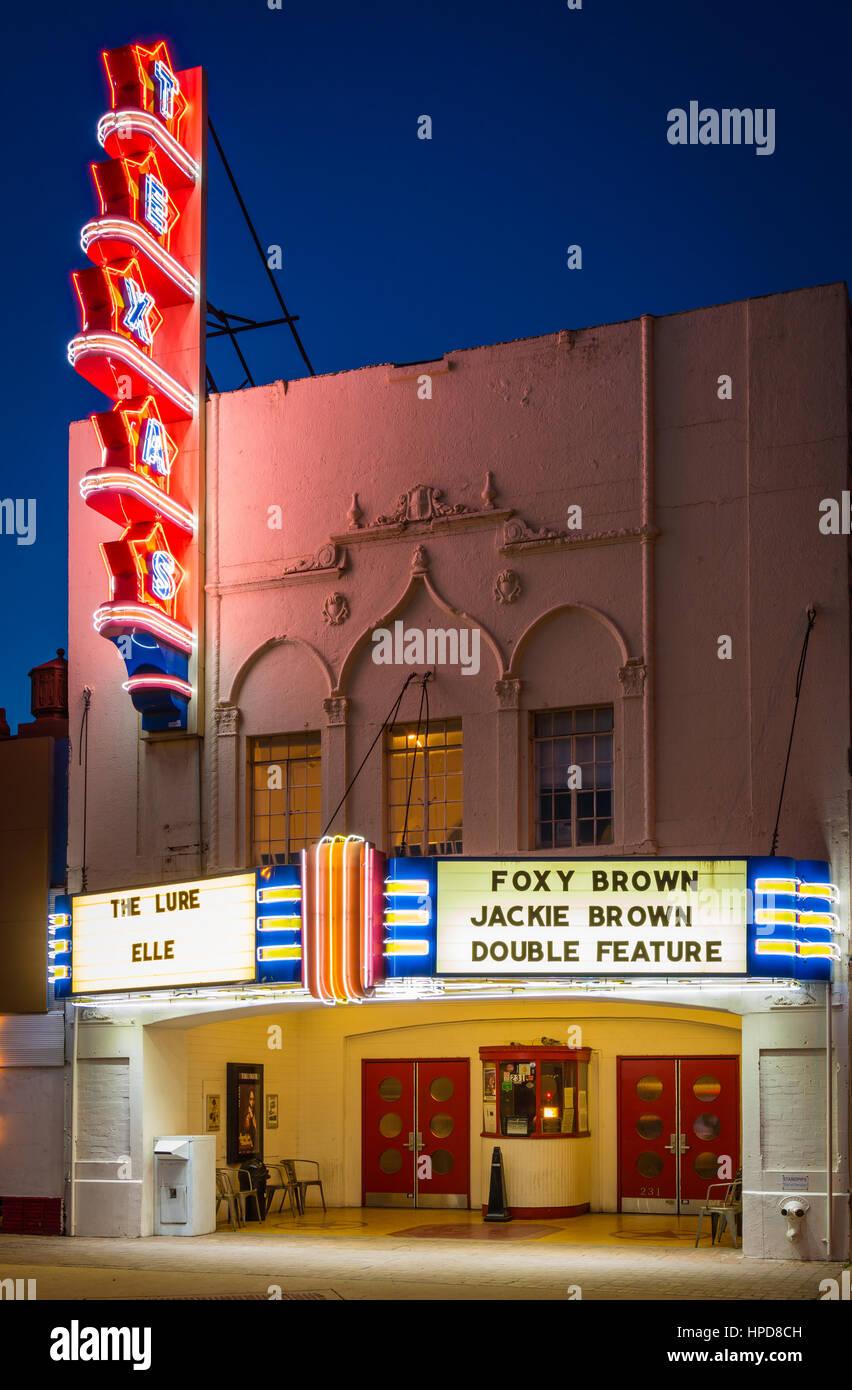 Die Texas Theatre ist ein Kino und Dallas Wahrzeichen befindet sich im Stadtteil Oak Cliff von Dallas, Texas. Beim Stockbild
