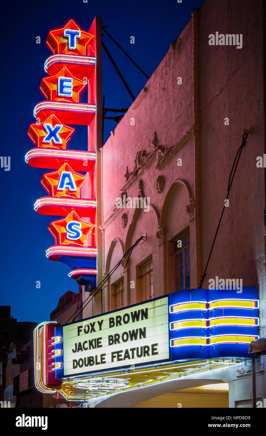 Die Texas Theatre ist ein Kino und Dallas Wahrzeichen befindet sich im Stadtteil Oak Cliff von Dallas, Texas. Stockbild