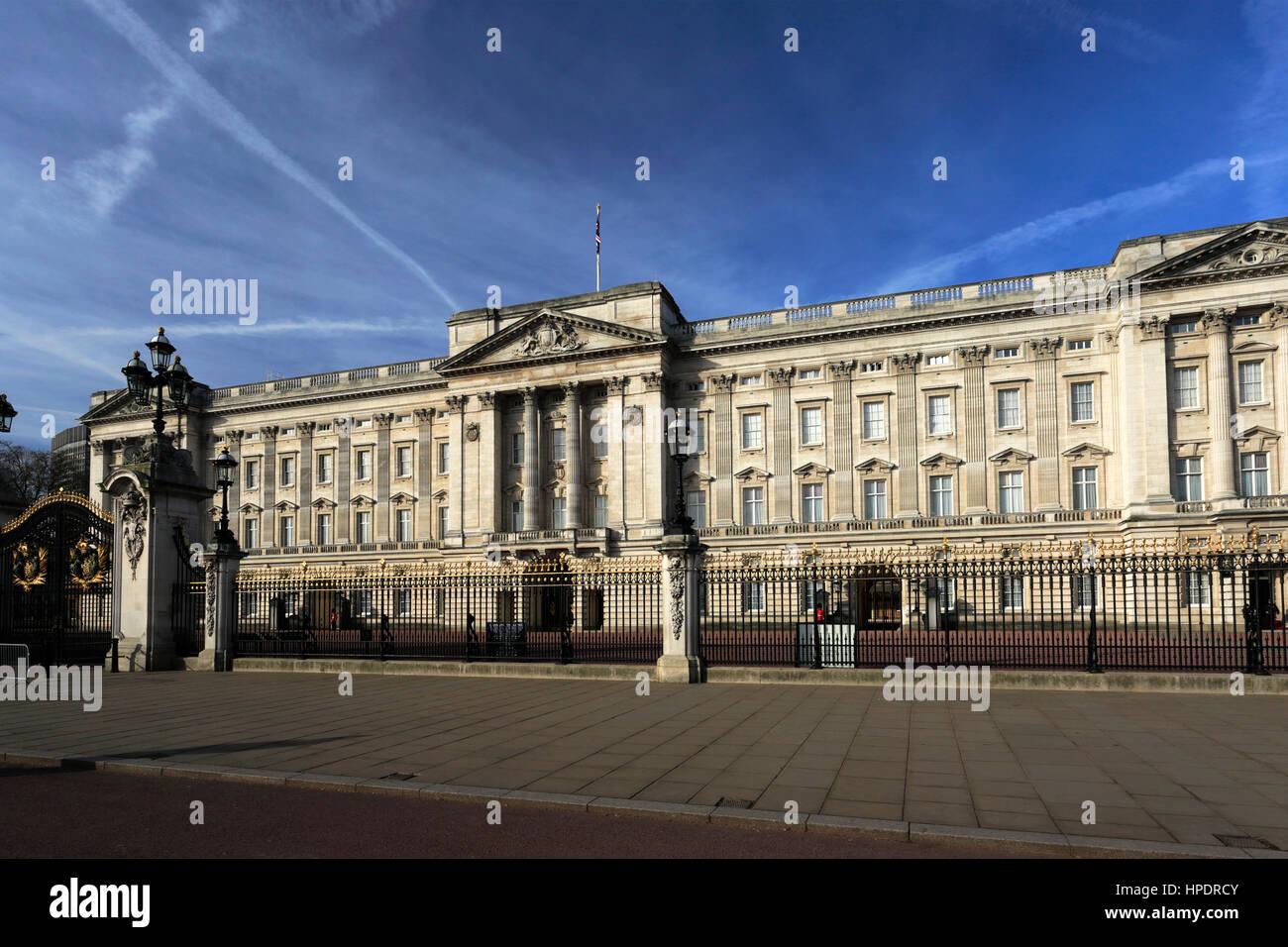 Sommer Blick auf die Fassade des Buckingham Palace, St. James, London, England, Großbritannien Stockbild