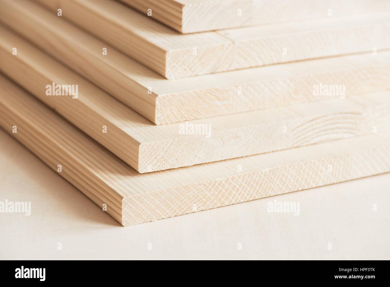 stapel von holz bretter, holzplatten stockfoto, bild: 134327331 - alamy