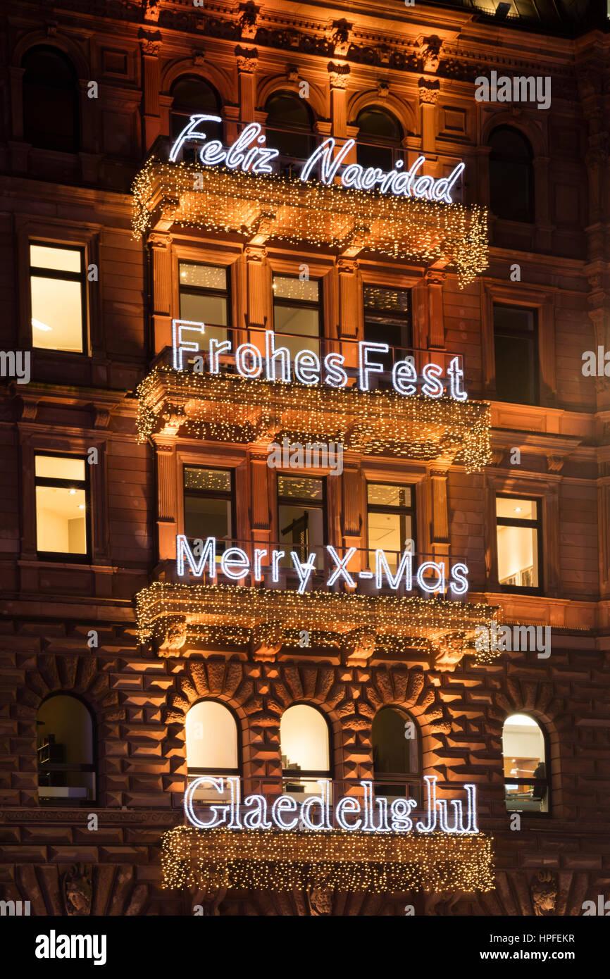 Schriftzug Frohe Weihnachten Beleuchtet.Schriftzug Frohe Weihnachten In Verschiedenen Sprachen