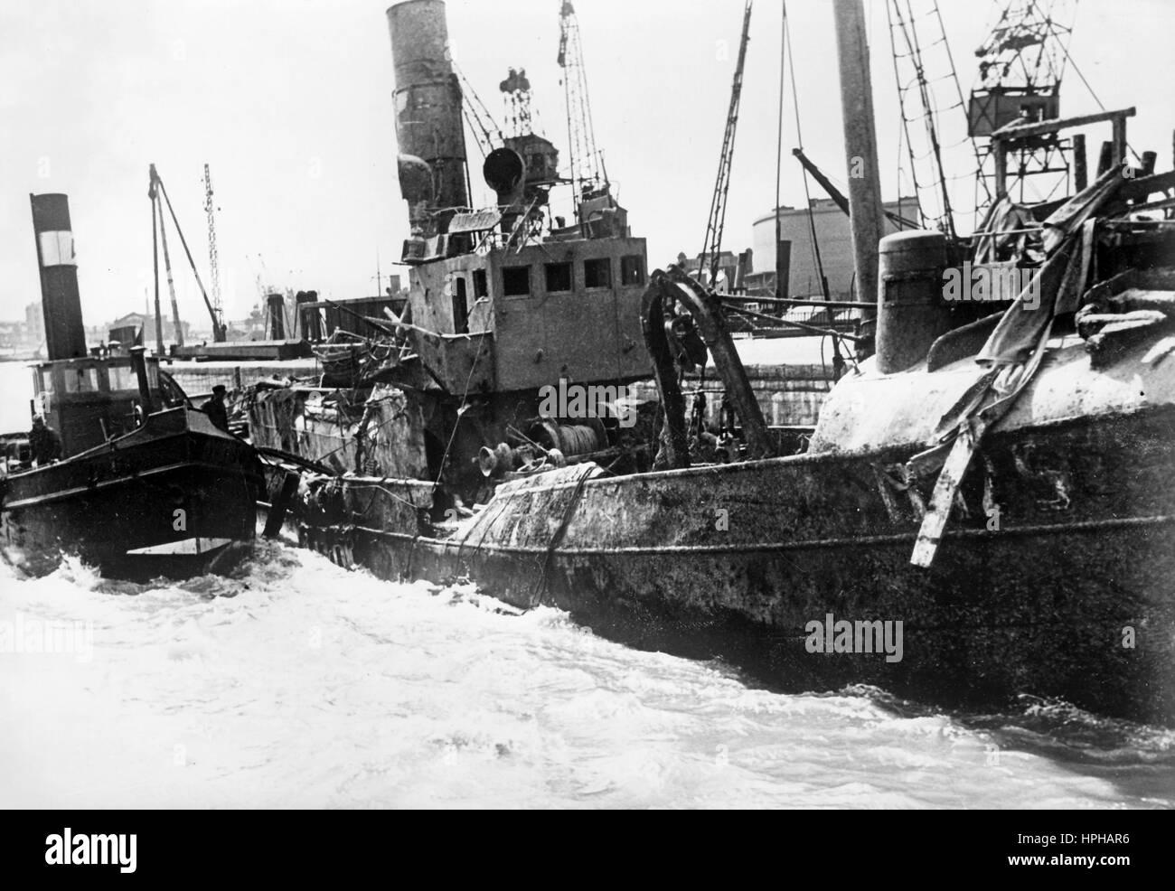 Die NS-Propaganda-Bild zeigt ein Schiff versenkt und dann durch ...