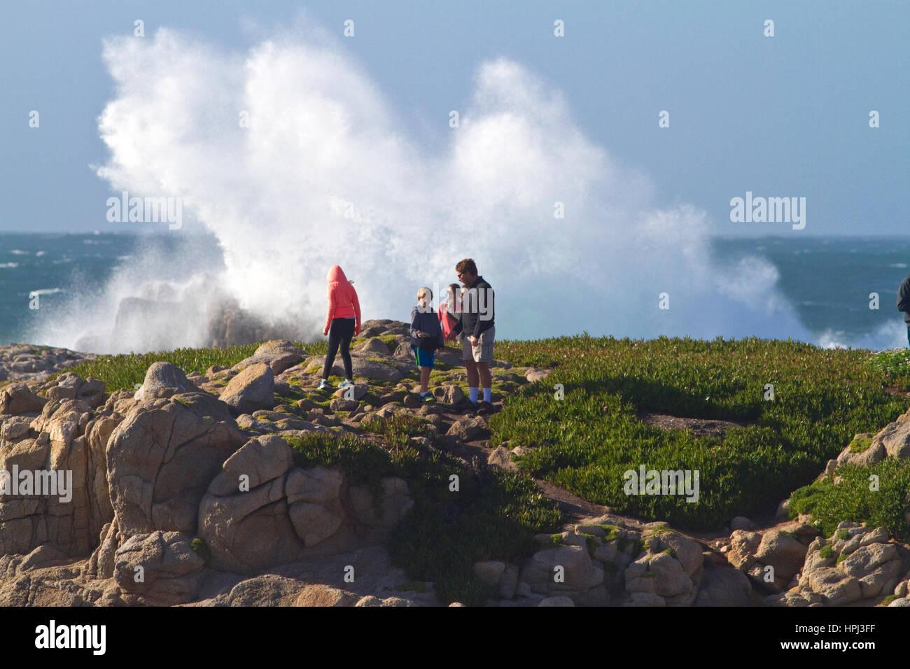 Pazifischen Ozeanwellen und Brandung abseits der Küste Monteray, Kalifornien, USA. Stockfoto