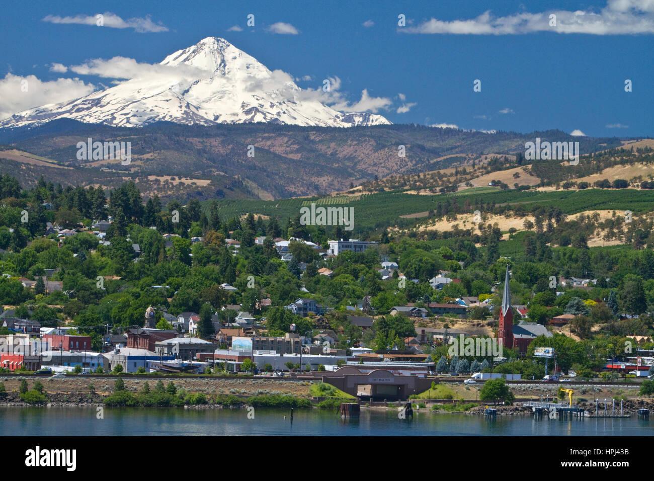 Ein Blick auf Mount Hood in Stadt von The Dalles, Oregon, USA. Stockfoto
