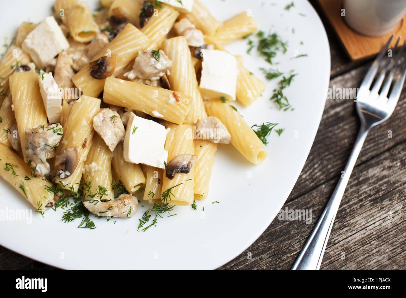 Leckere italienische Pasta Rezept Tortiglioni mit Sahnesoße ...