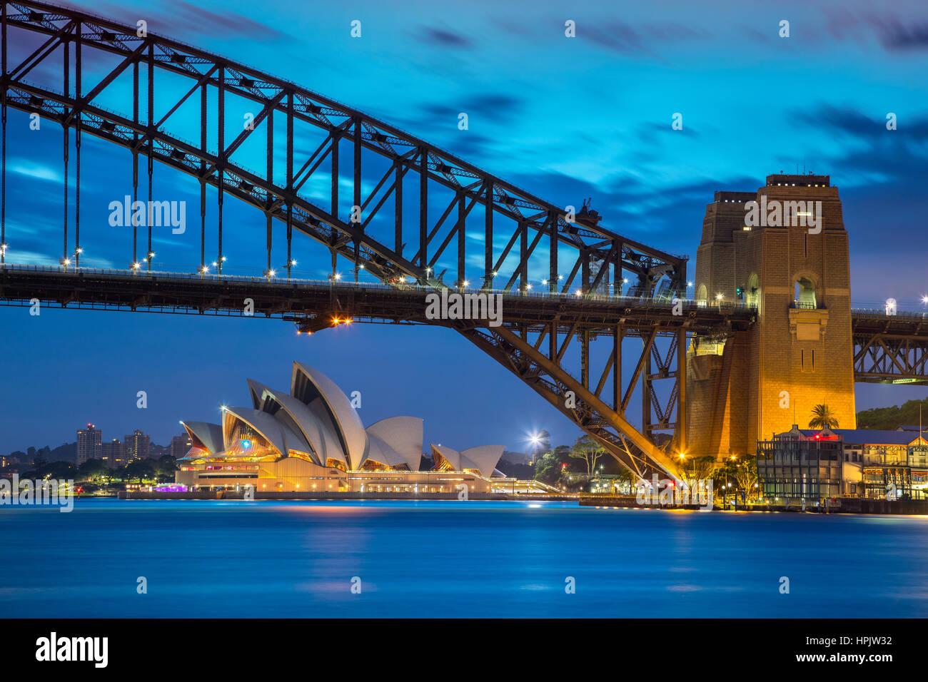 Sydney. Stadtbild Bild des Sydney Opera House, Australien mit Harbour Bridge und Sydney Skyline bei Sonnenuntergang. Stockfoto