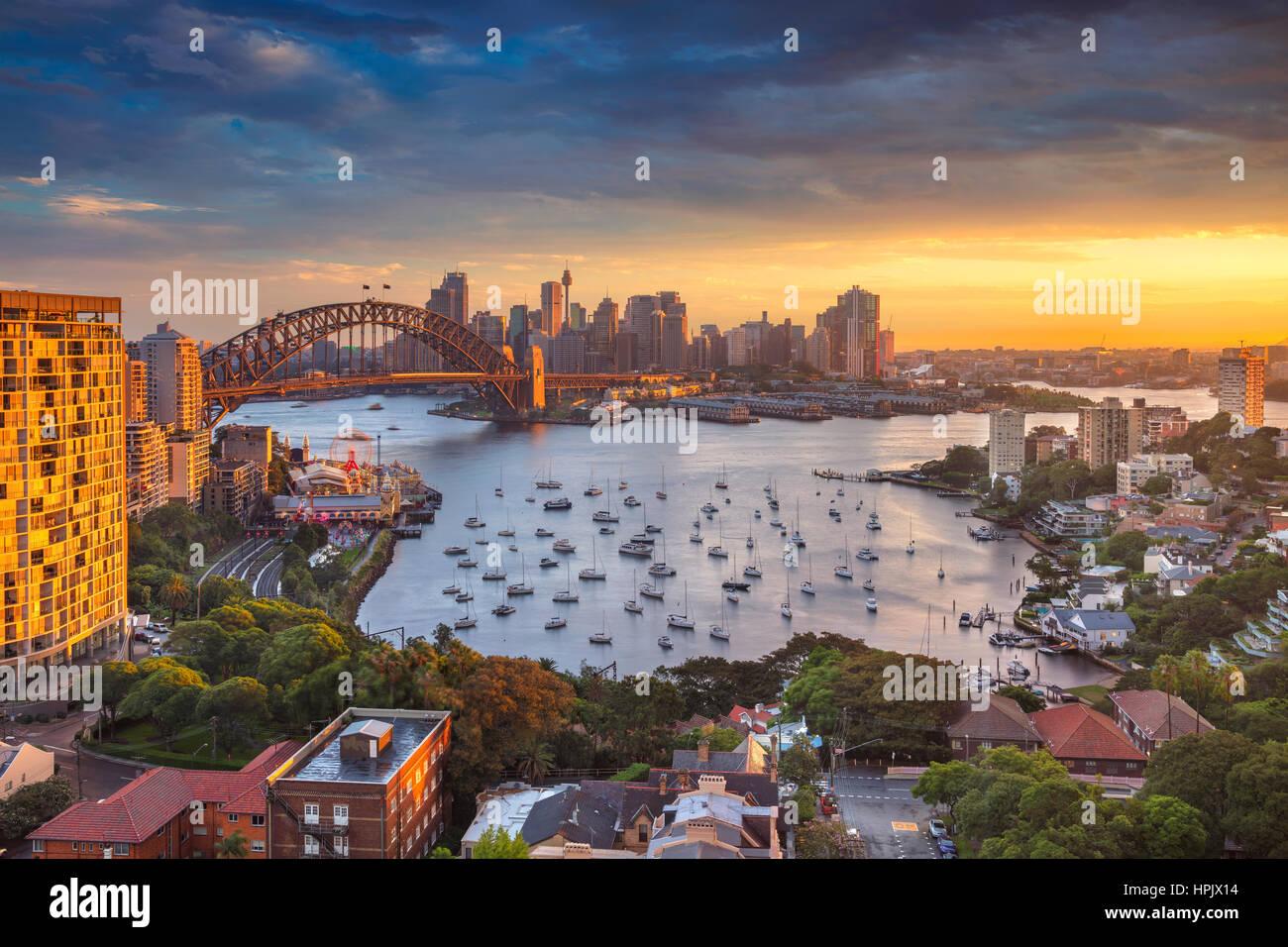 Sydney. Stadtbild Bild von Sydney, Australien mit Harbour Bridge und Sydney Skyline bei Sonnenuntergang. Stockbild