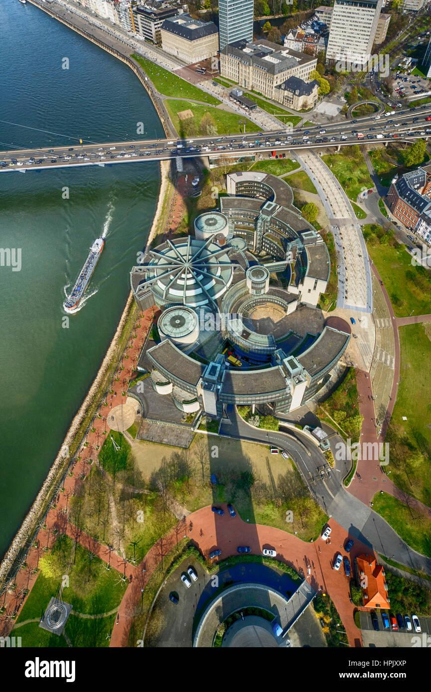 Deu, Deutschland, Düsseldorf, 28.03.2014: Landtag des Landes NRW mit dem Schatten des Fernsehturm. - Düsseldorf, Stockbild