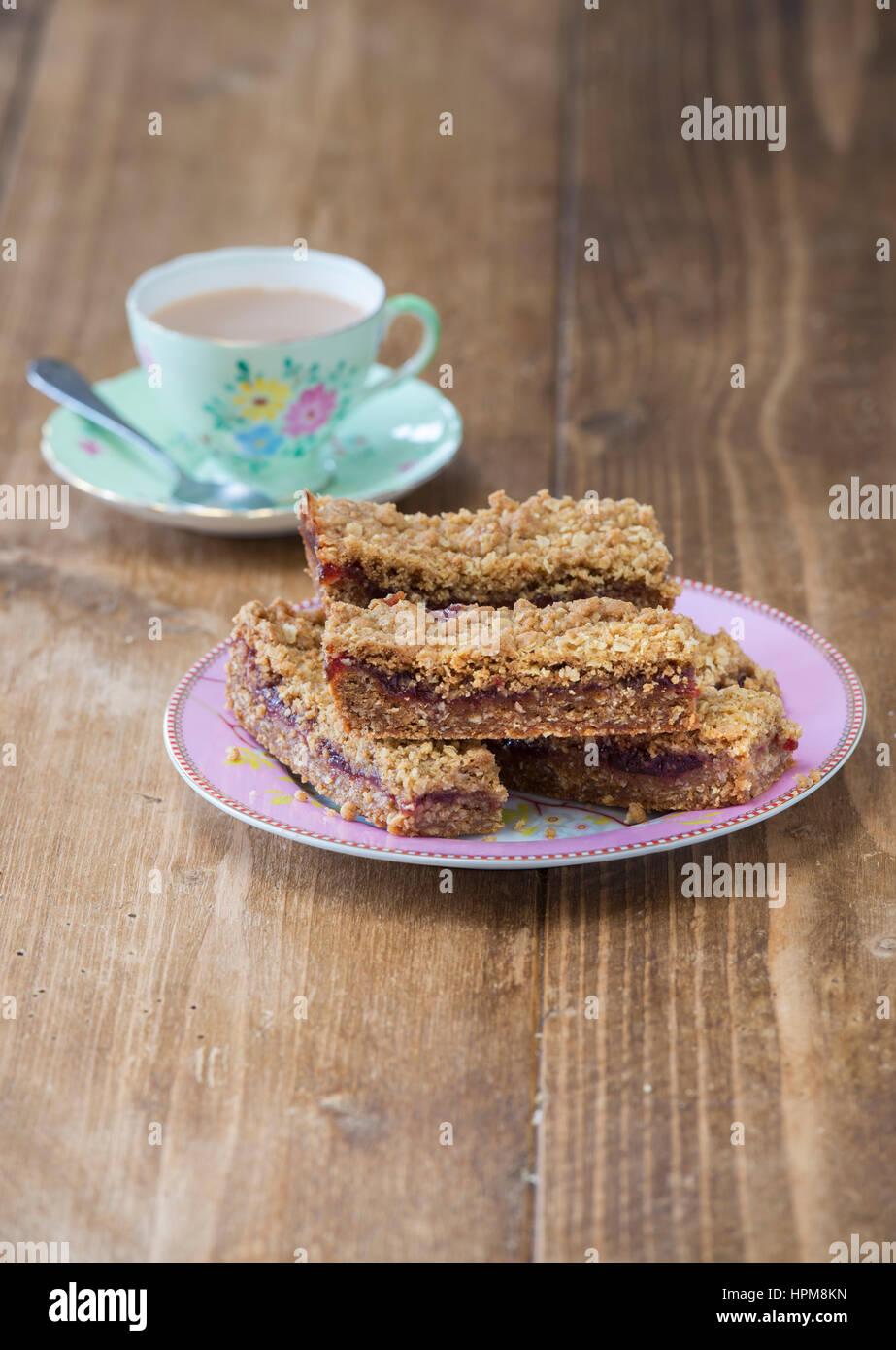 Himbeer Crumble Tray Bakes Stockbild