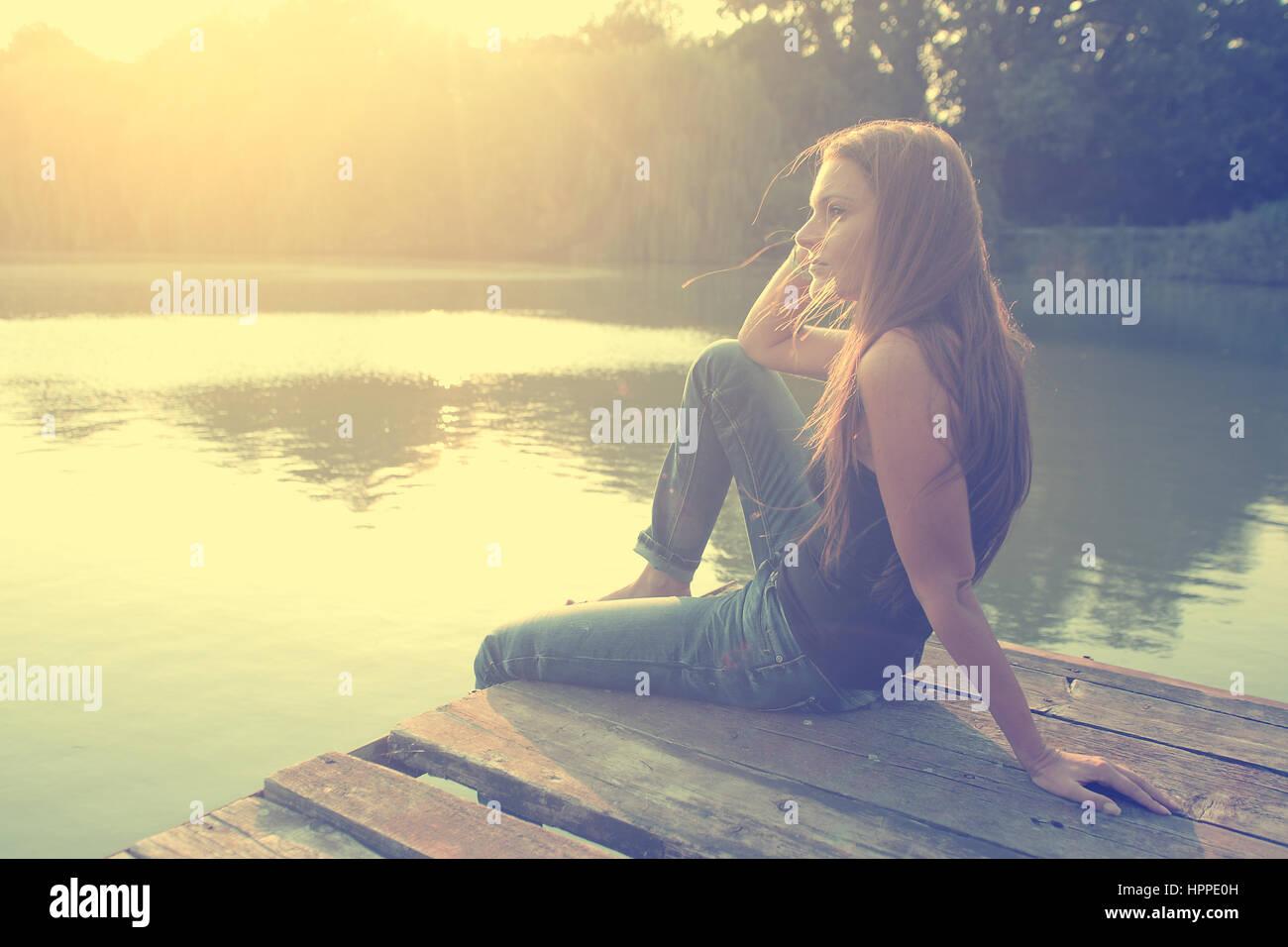 Vintage Foto von entspannenden junge Frau in der Natur Stockbild