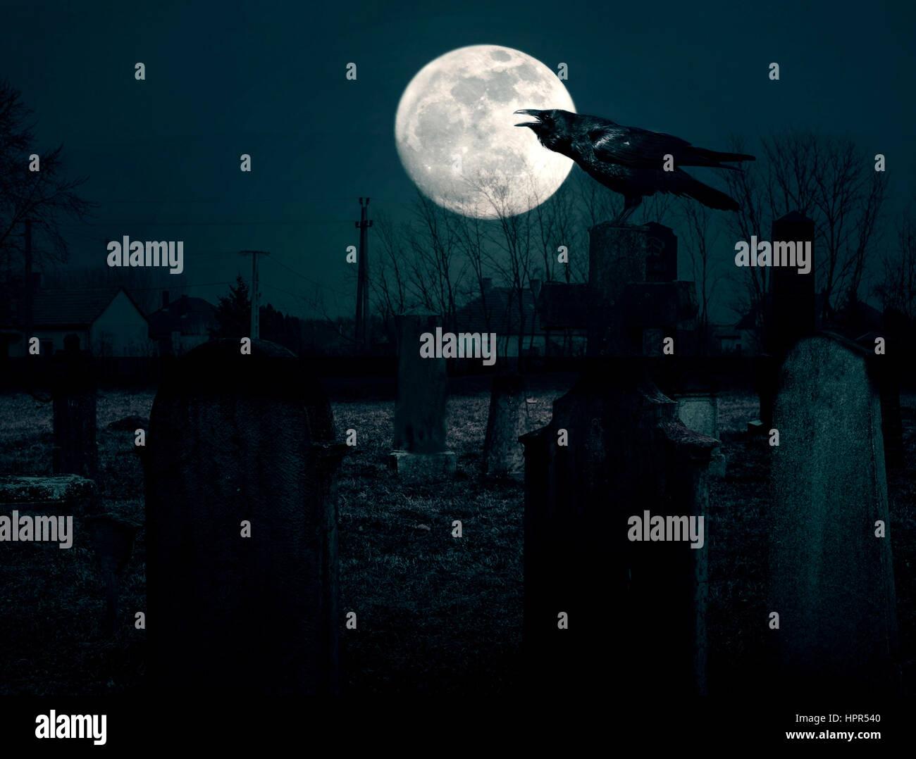 Gruseligen Friedhof bei Nacht Stockbild