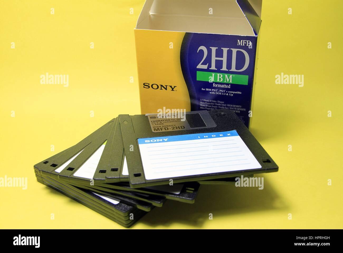 5 1 4 floppy disk stockfotos 5 1 4 floppy disk bilder. Black Bedroom Furniture Sets. Home Design Ideas