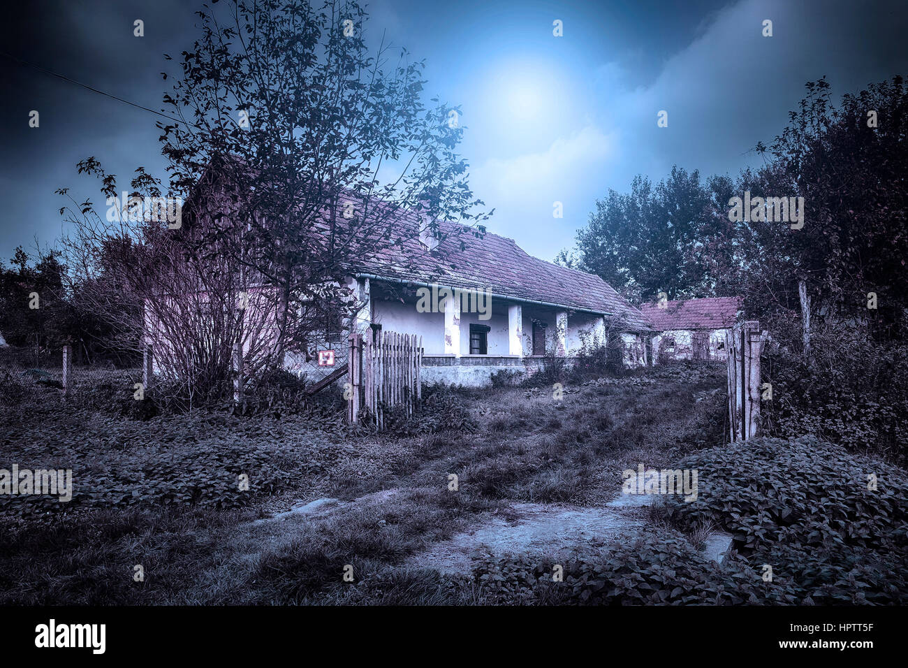 Gruselige verlassene Geisterhaus Stockbild