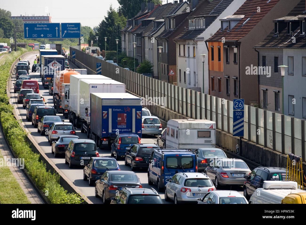 europa deutschland essen stau auf der autobahn a 40 in. Black Bedroom Furniture Sets. Home Design Ideas
