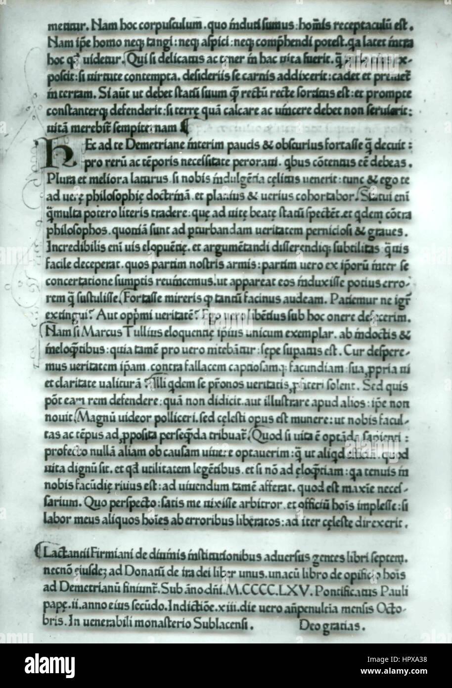 Seite eines alten Buches, geschrieben in Latein, Italien Stockfoto