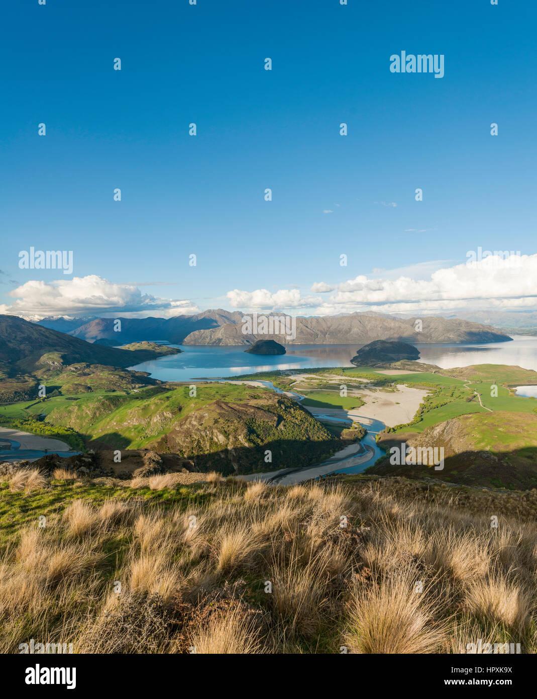 Blick auf Lake Wanaka und Berge, Rocky Peak, Glendhu Bay, Otago und Southland, Neuseeland Stockbild