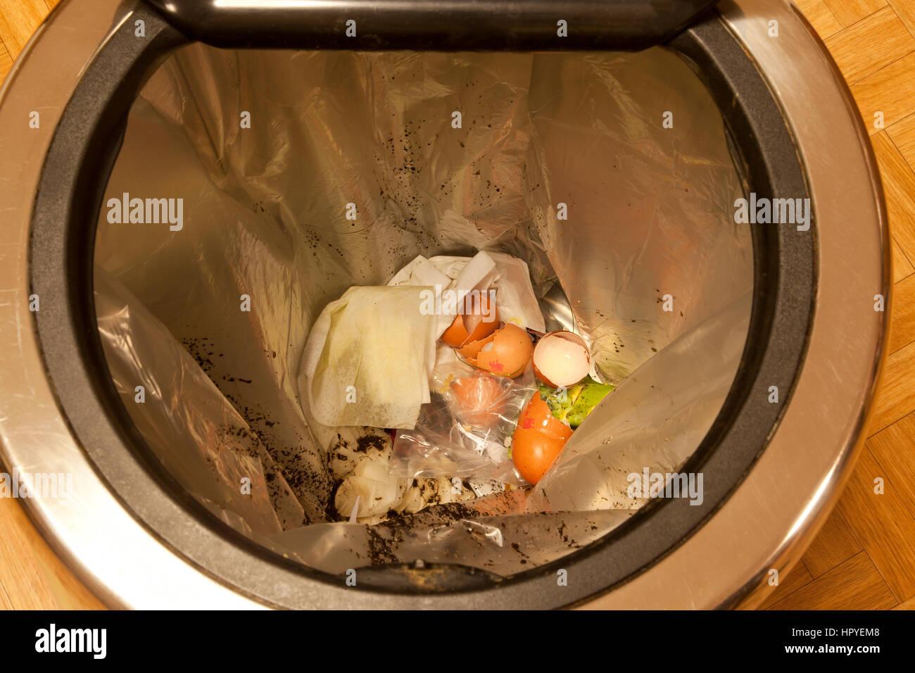 Egg Shells Trash Stockfotos & Egg Shells Trash Bilder - Alamy