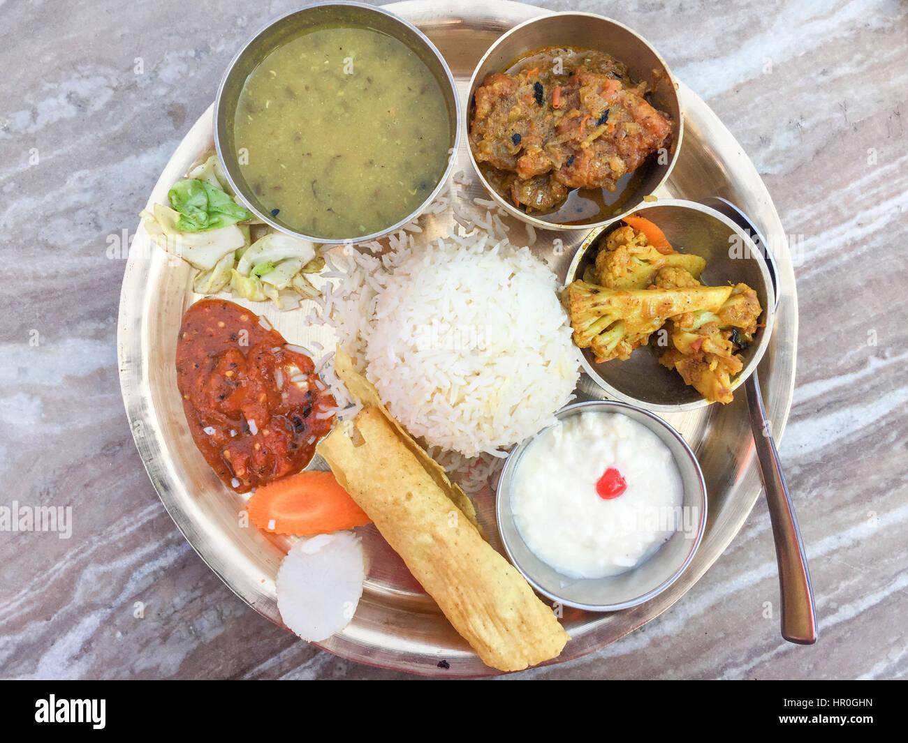 Nepalesische Küche | Selektiven Fokus Der Traditionellen Nepalesischen Kuche Fische