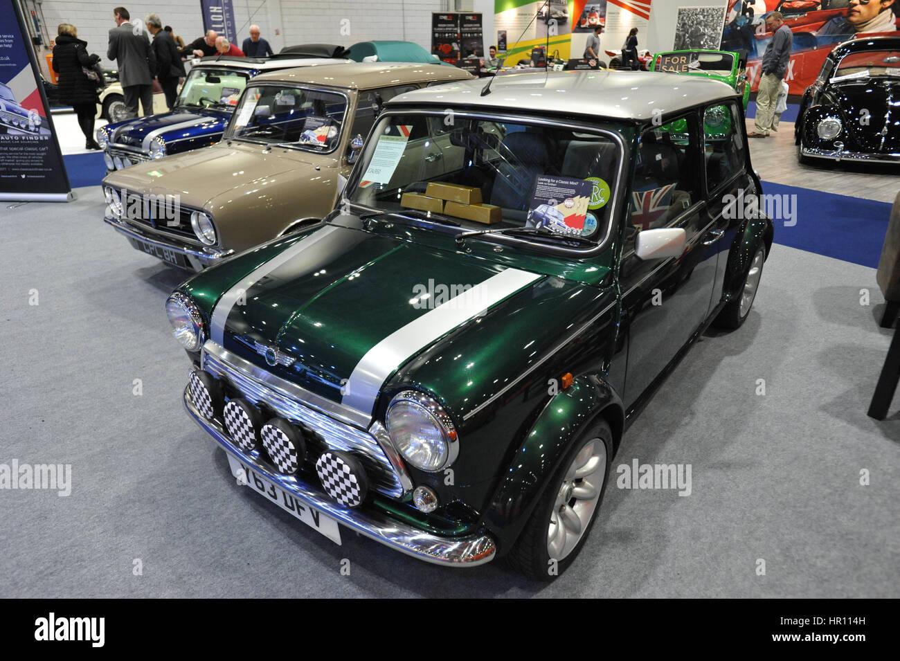 Rover Minis auf dem Display an der London Classic Car Show im ExCel London stattfindet.  Mehr als 800 der schönsten Stockbild