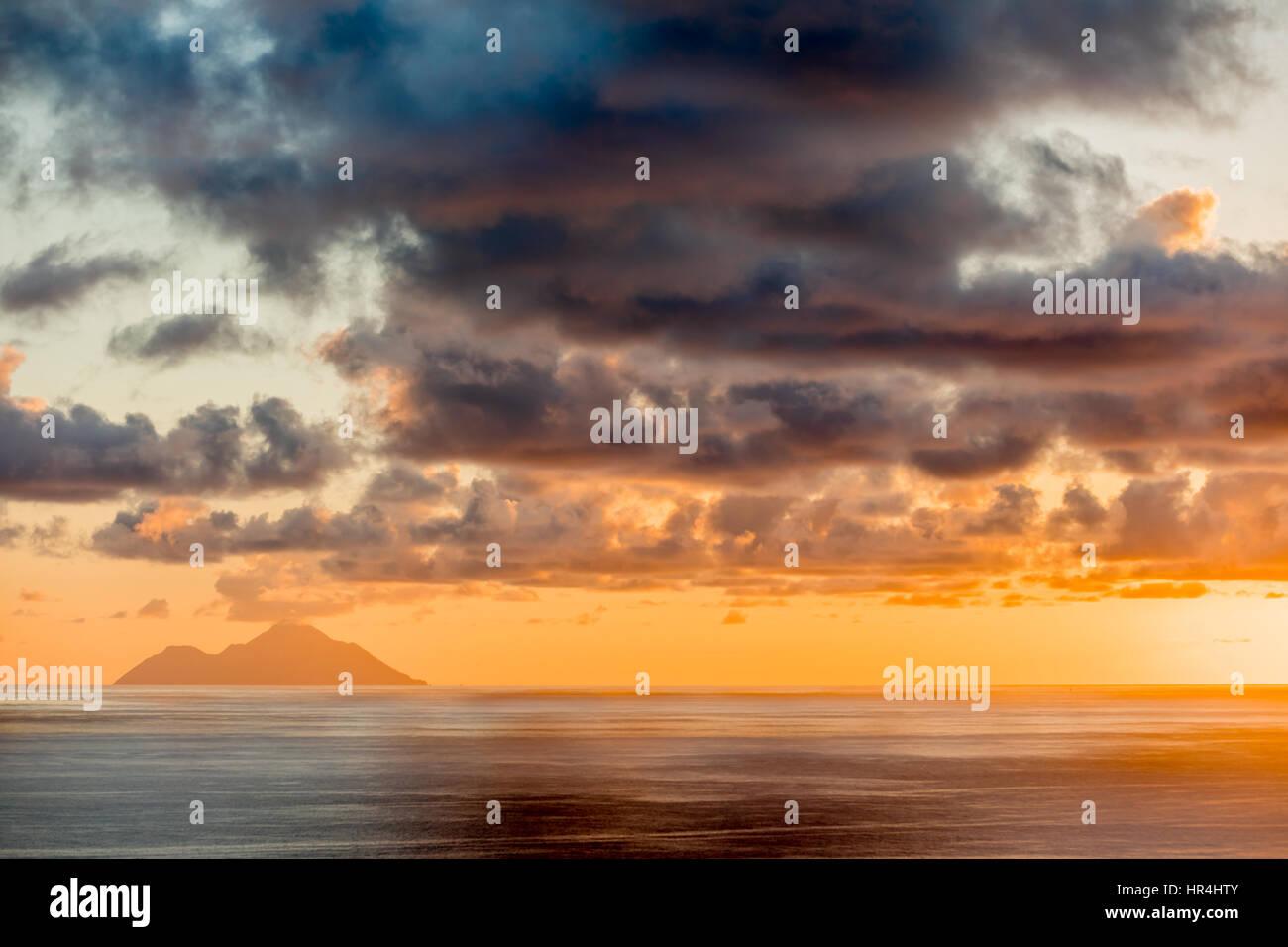 Lebendige Sonnenuntergang in St. Barts Stockbild