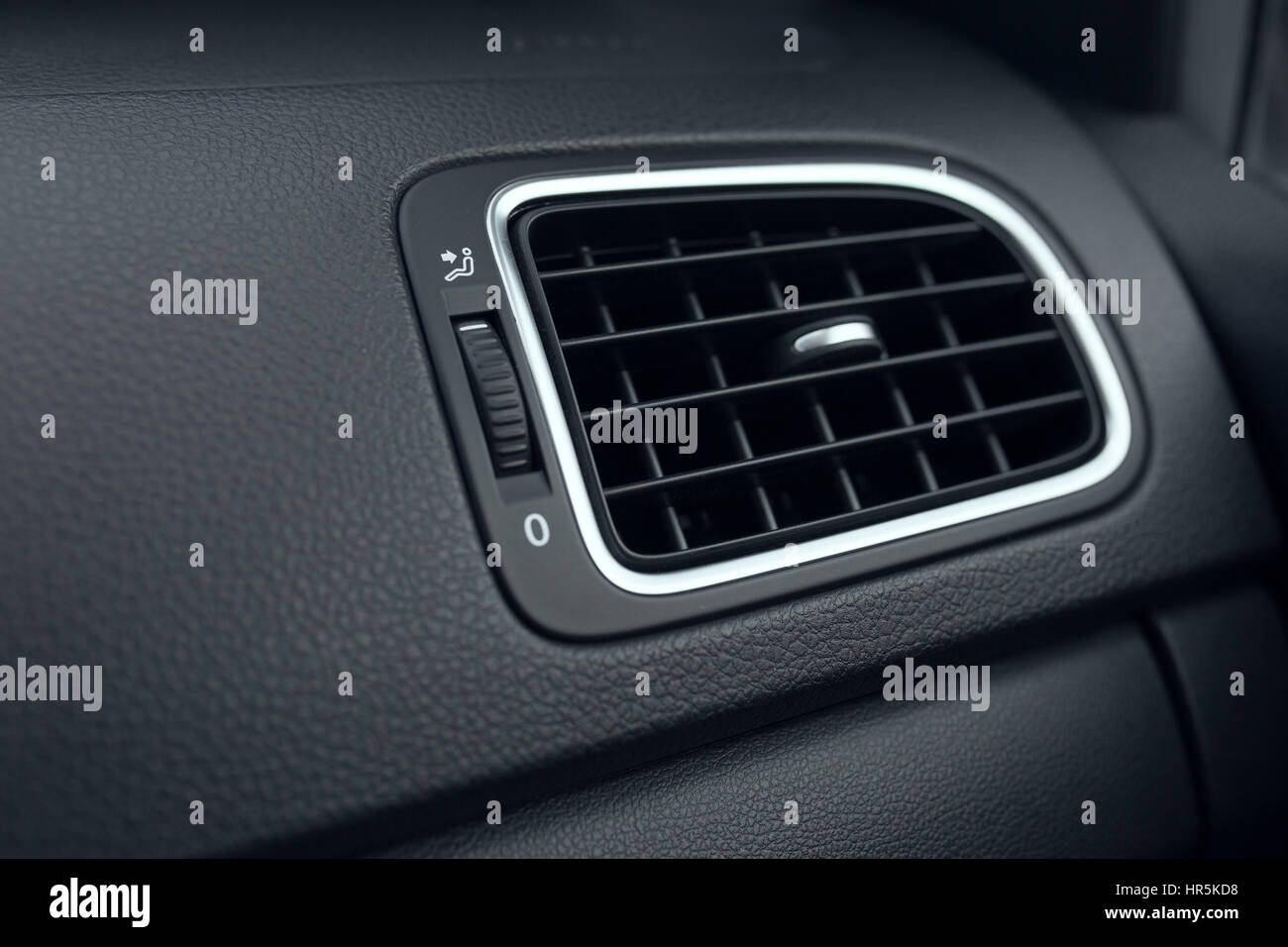 Pkw-Klimaanlagen. Der Luftstrom im Inneren des Autos. Detail ...