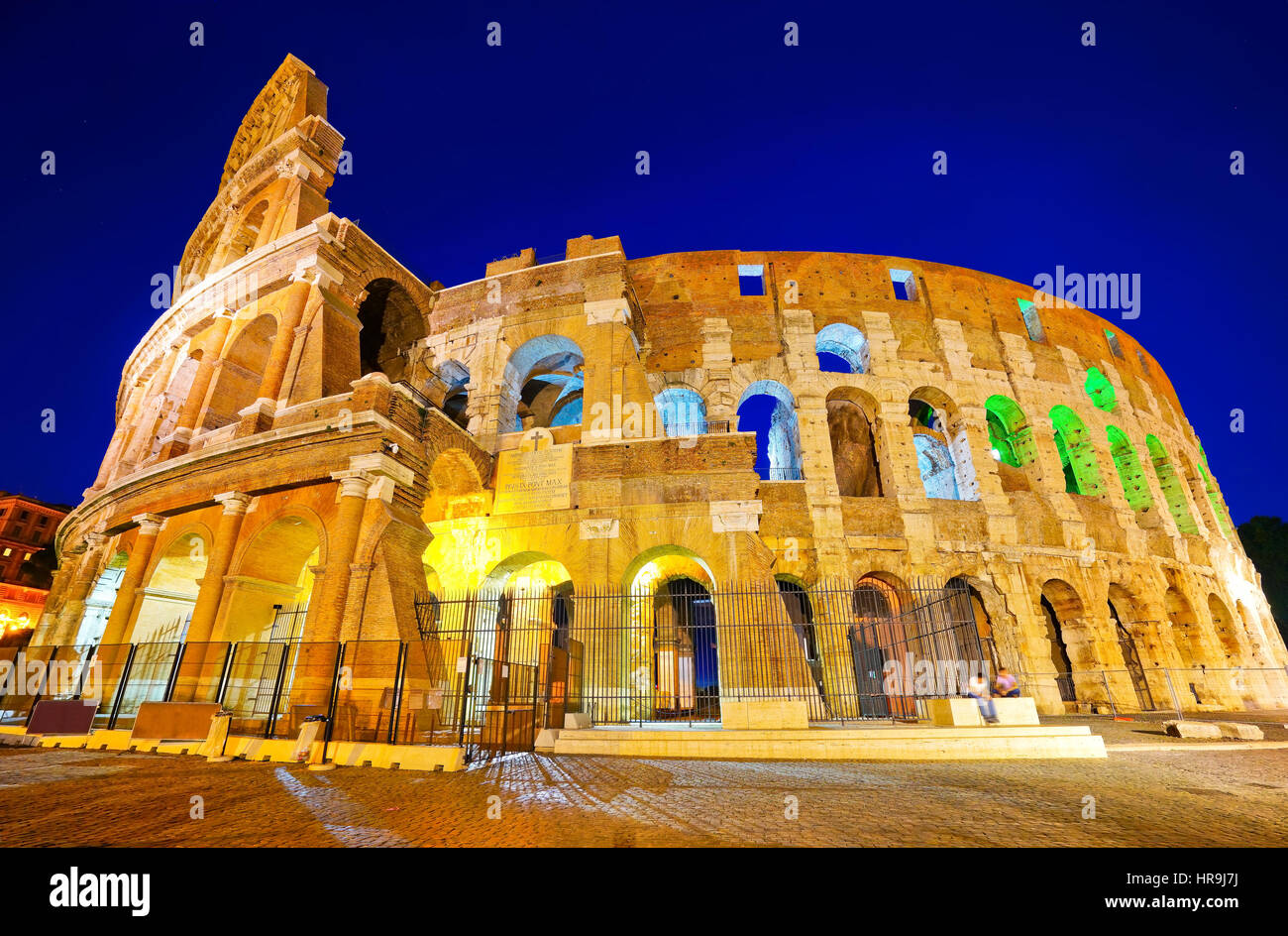 Ansicht des Kolosseums in der Nacht in Rom, Italien Stockbild