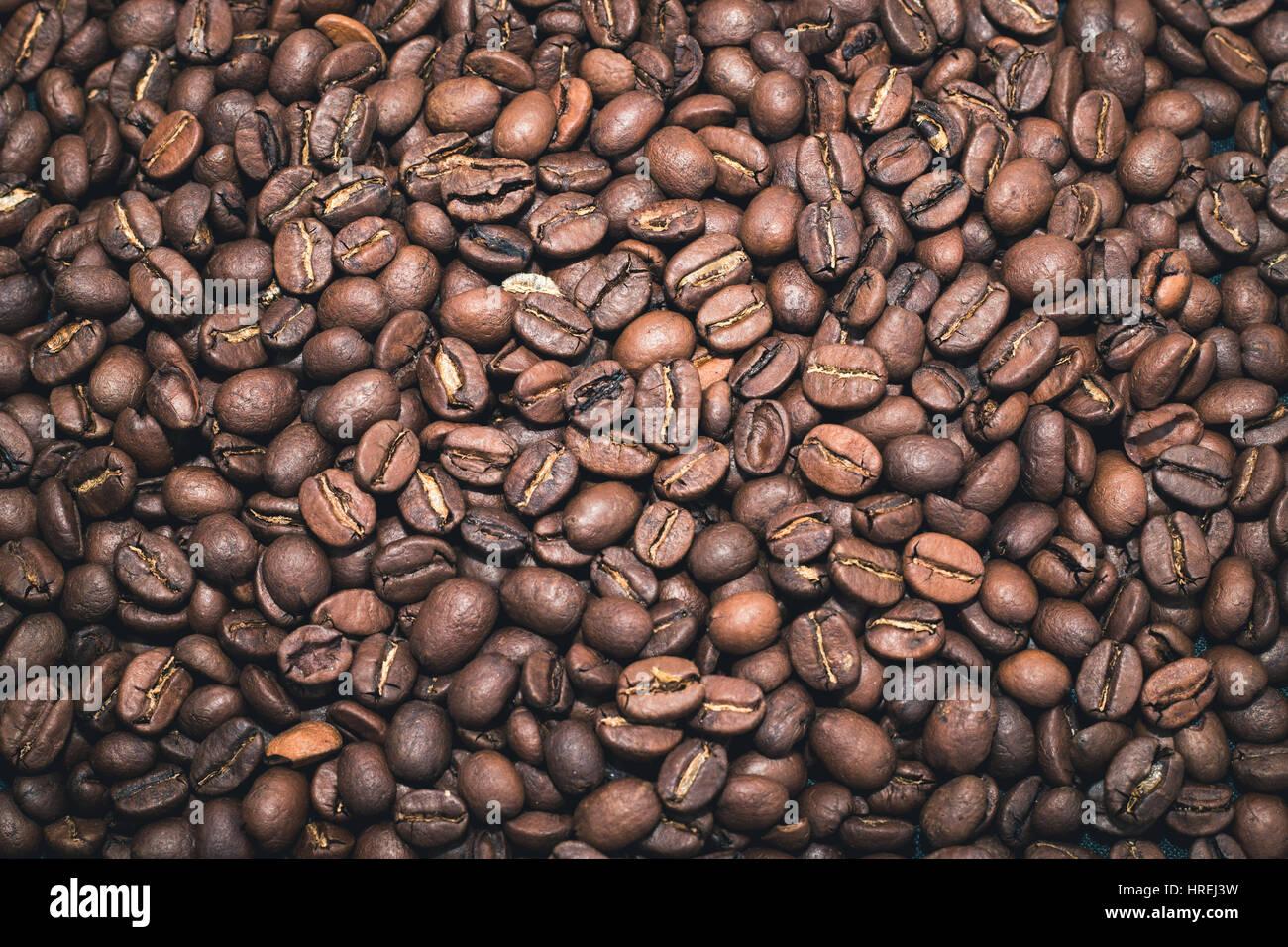 Kaffeebohnen lag flach über den gesamten Bildschirm Stockbild