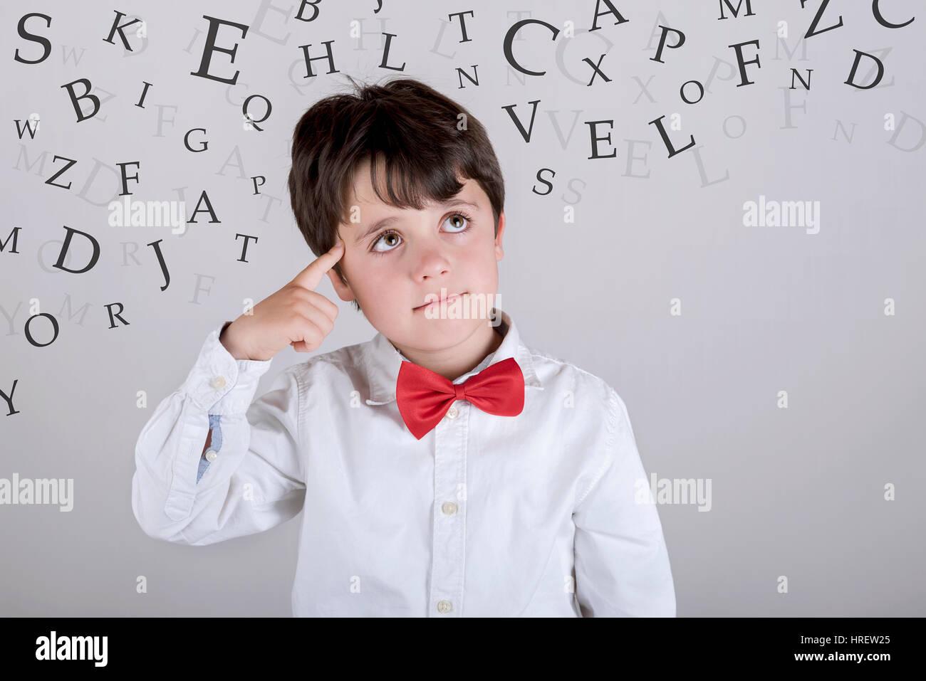 Alphabet. Zusammengesetztes Bild eines nachdenklichen jungen Stockfoto