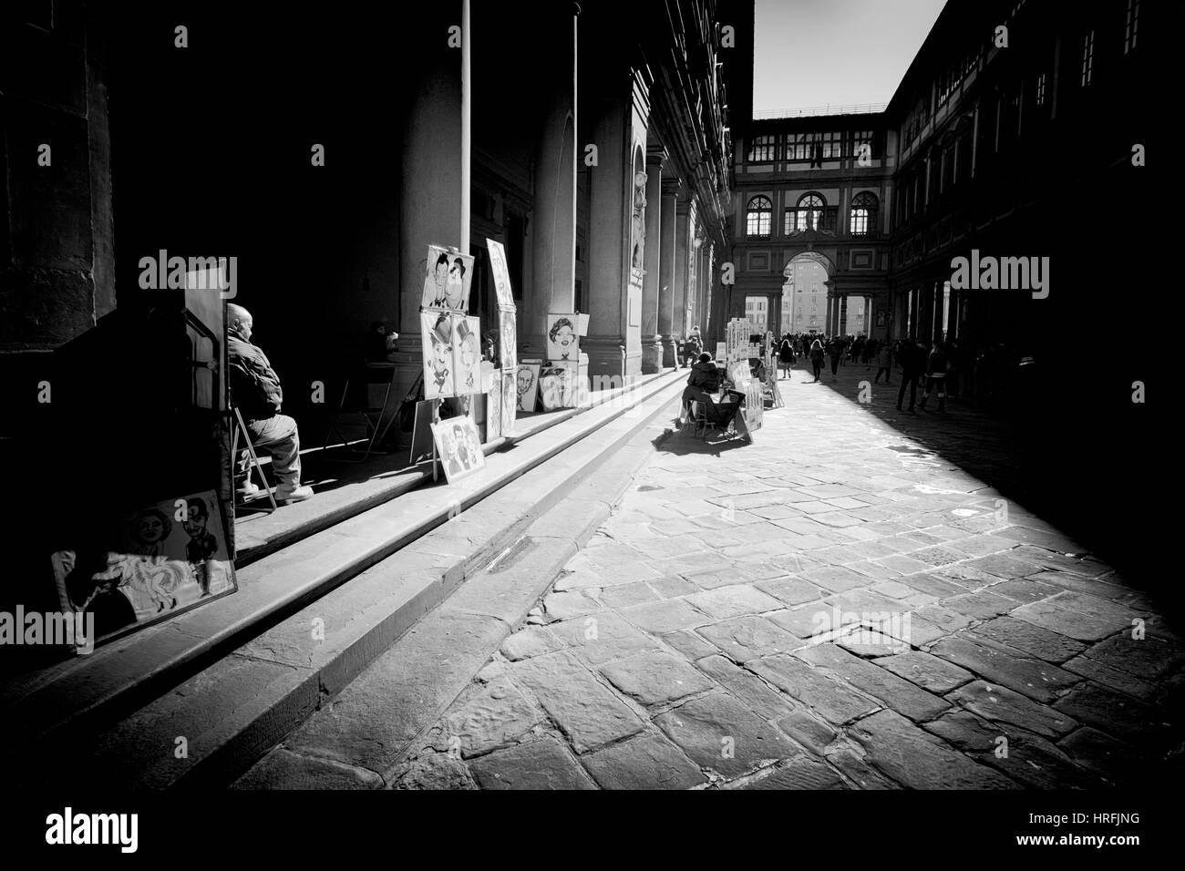 Florenz, Italien - 25 Februar 2017:Caricaturists warten auf die Touristen vor dem Eingang zum berühmten Uffizien Stockbild