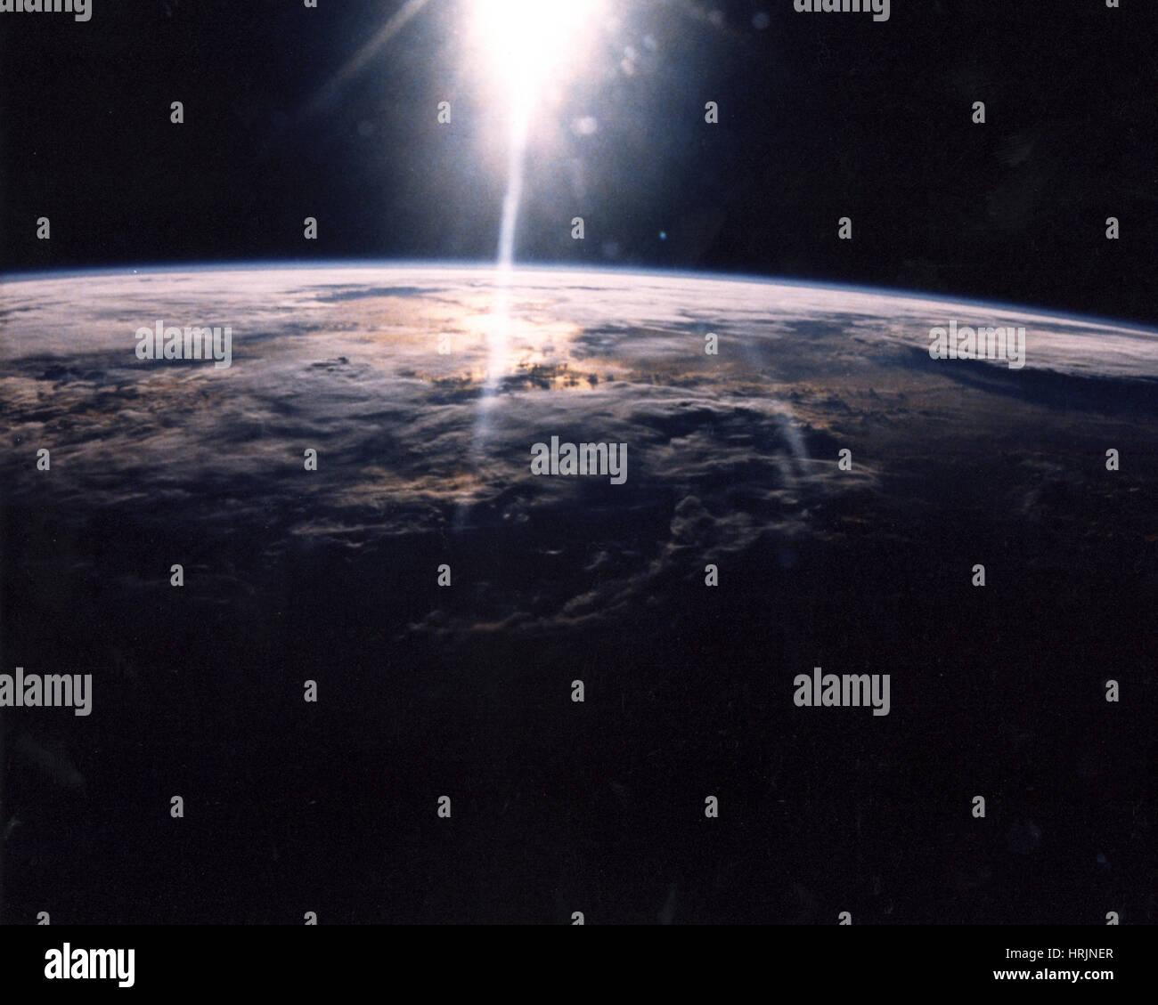 STS-29, Wolke bedeckt die Erde, 1989 Stockbild