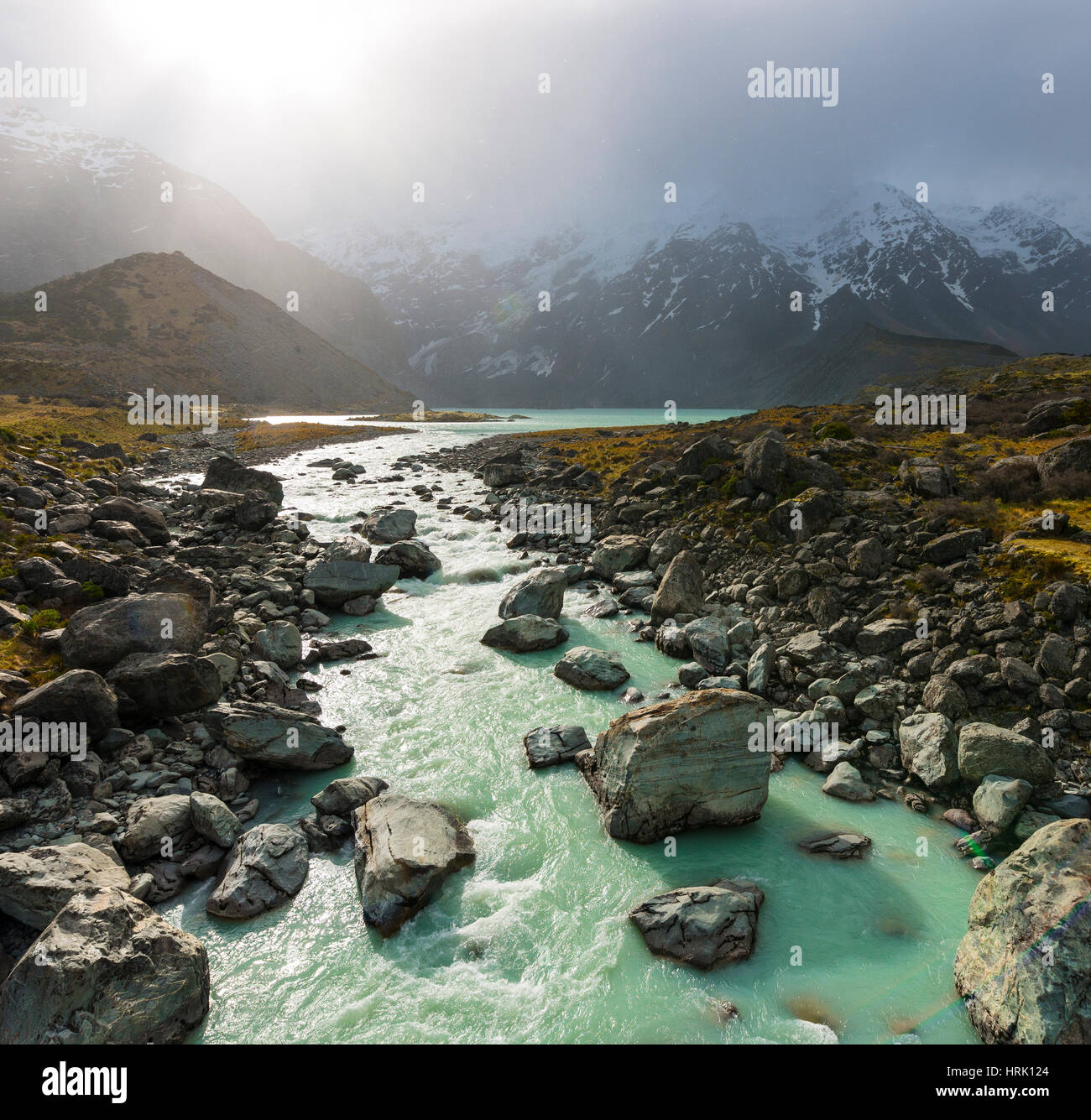 Hooker River fließt vom Gletschersee, Mueller Lake, Mount Cook Nationalpark, Canterbury Region, Neuseeland Stockbild
