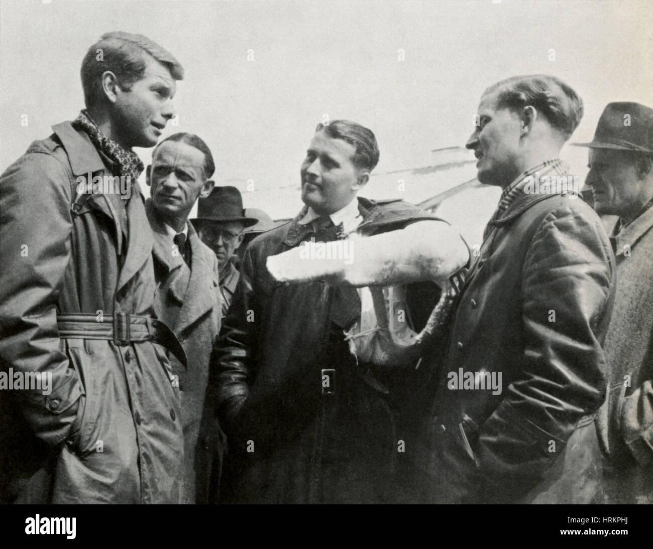 Werner von Braun hingibt, 1945 Stockfoto