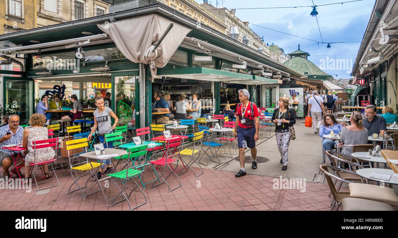 Österreich, Wien, Café am Naschmarkt, Wiens beliebtester Markt, Stockbild