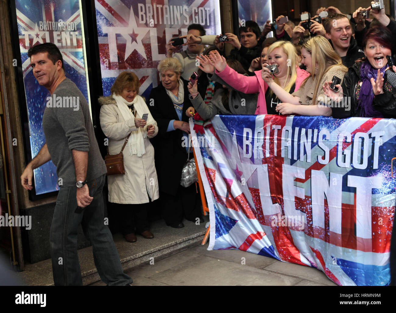 Britain Got Talent Castings an der Manchester Opera House. Januar 2010. Simon Cowell kommt Stockbild