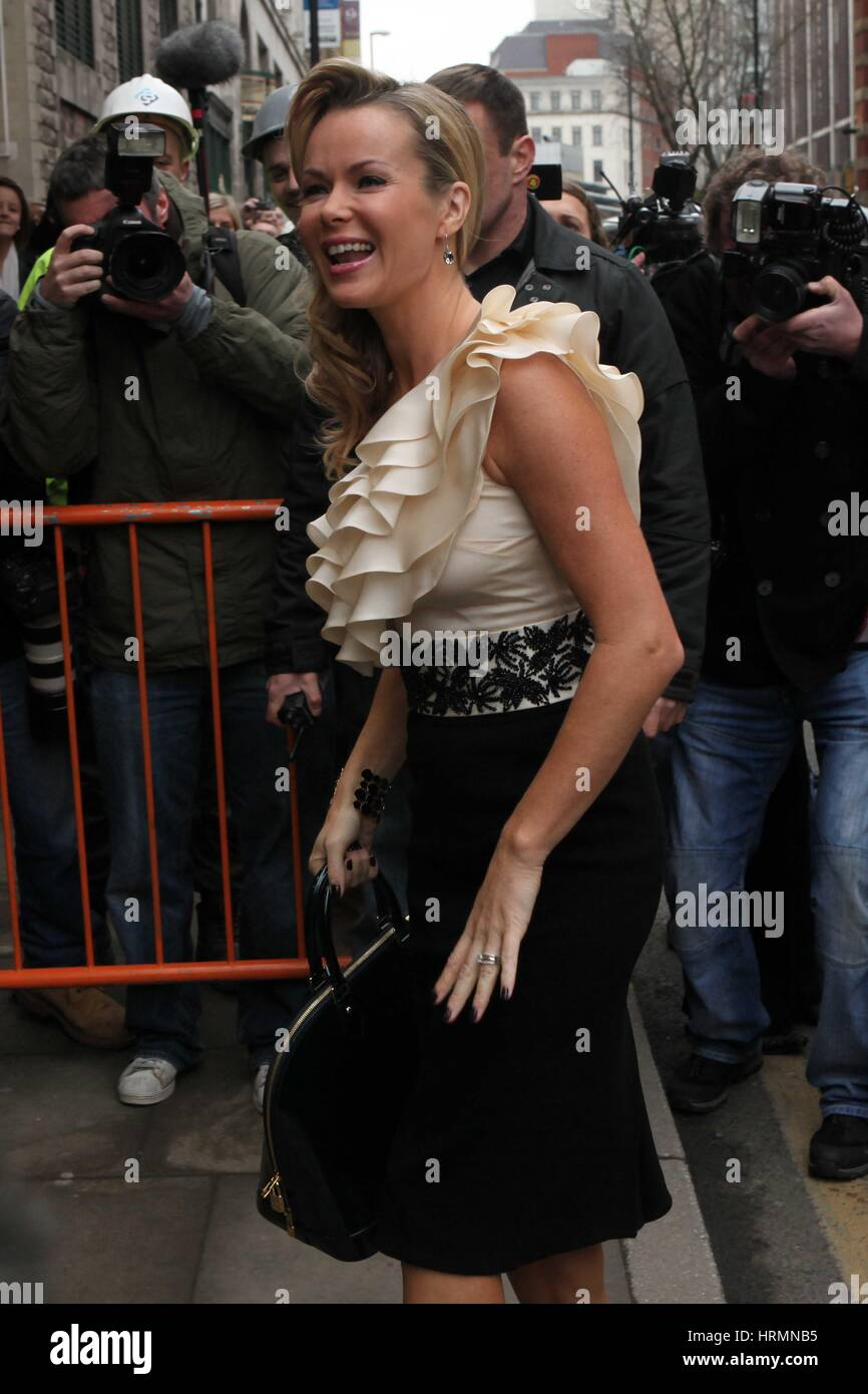 Britain Got Talent Castings an der Manchester Opera House. Januar 2010. Amanda Holden kommt Stockbild