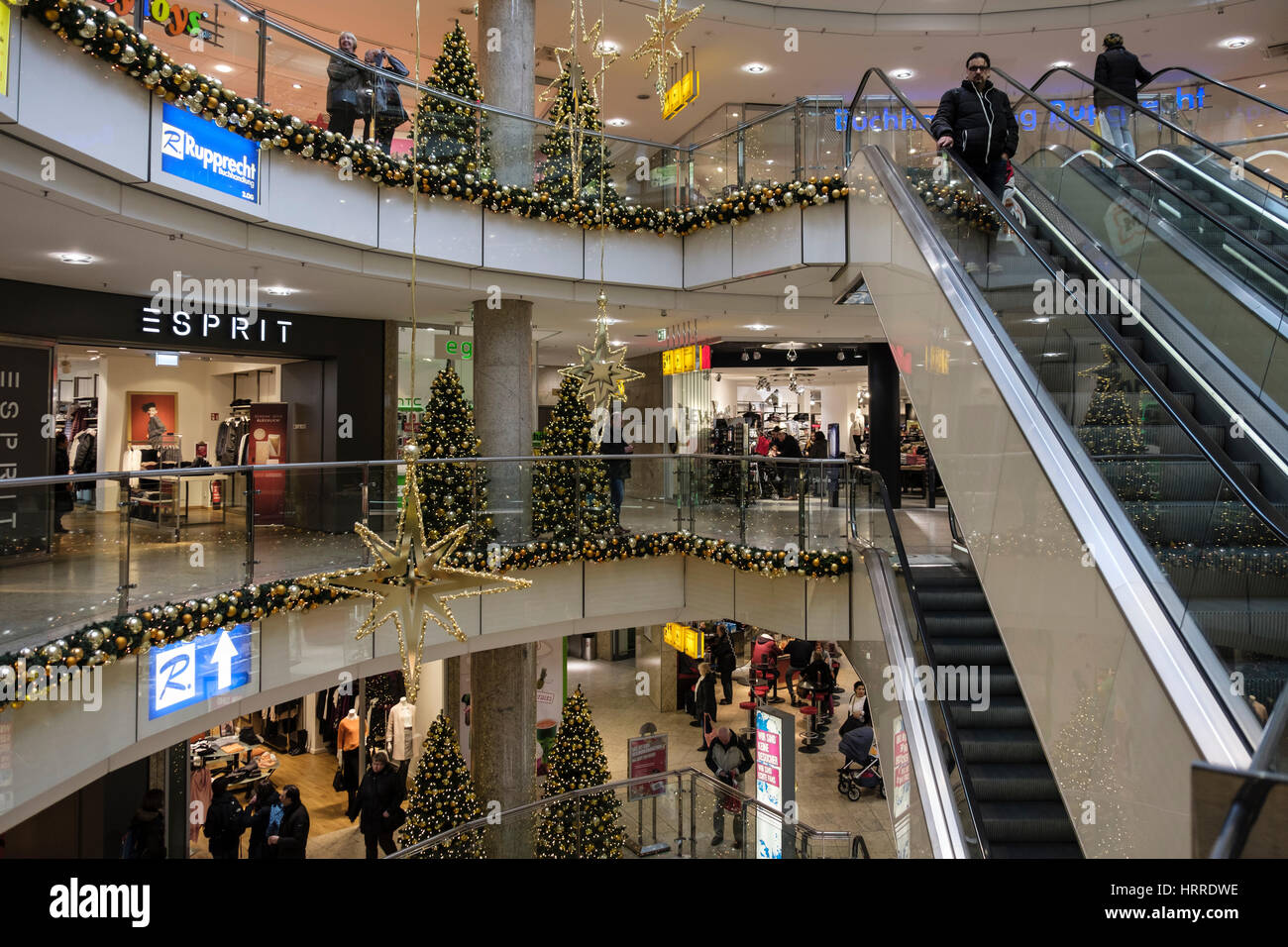 Innenseite Belebten City Point Einkaufszentrum Für Weihnachten