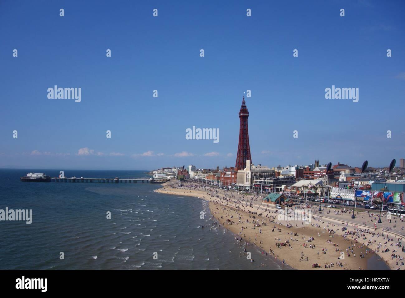 Luftaufnahme der Blackpool Tower und promenade Stockfoto