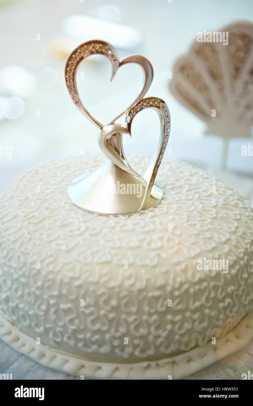 Nahaufnahme Der Hochzeitstorte Mit Zwei Herzen Dekoration Schone