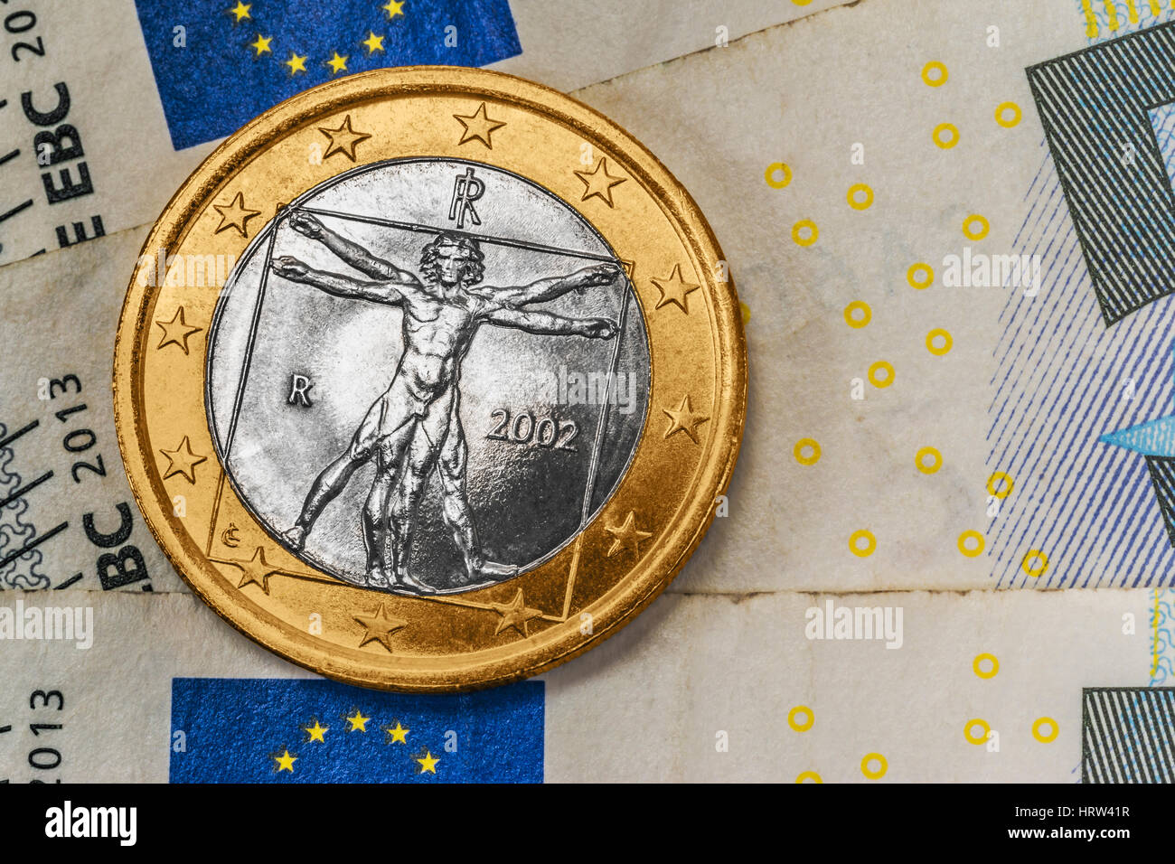 Eine 1 Euro Münze Aus Italien Auf Euro Banknoten Stockfoto Bild