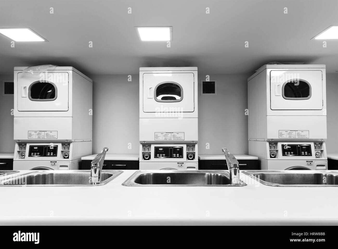 Beliebt Linie der großen SB-Waschmaschinen und Trockner und Wäsche neben WC48