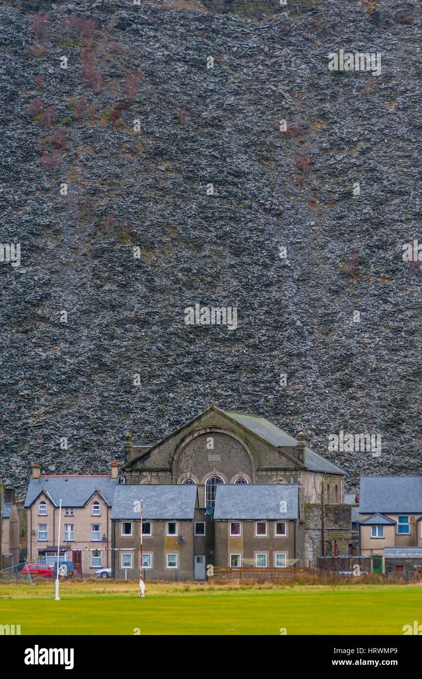 Die Slade verderben Haufen Häuser in Blaneau Gwent überragt. Stockbild