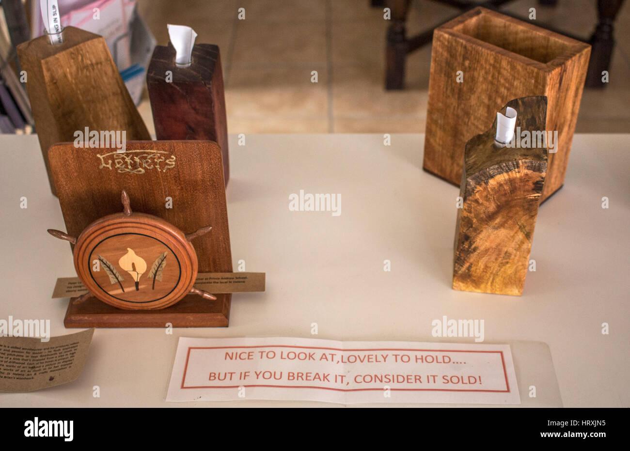"""Souvenirs mit einer Warnung anmelden in der Touristeninformation in Jamestown, St Helena """"Wenn Sie es brechen, Stockbild"""
